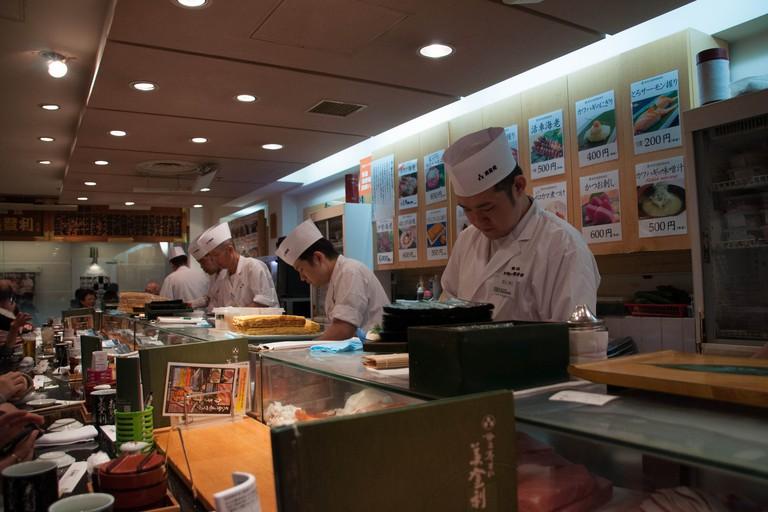 Inside Sushi-no-Midori's Umegaoka shop