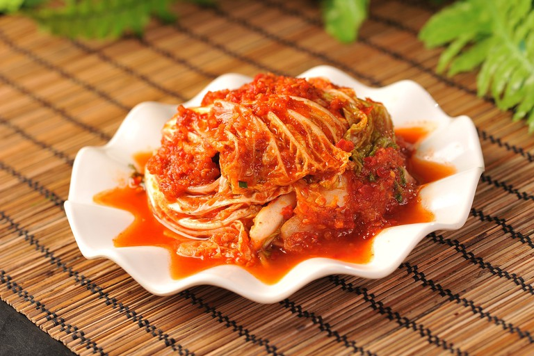 Korean cabbage in chili sauce │© chengzhu