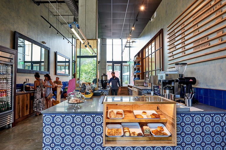 Inside Manana Coffee and Juice © Nick Simonite