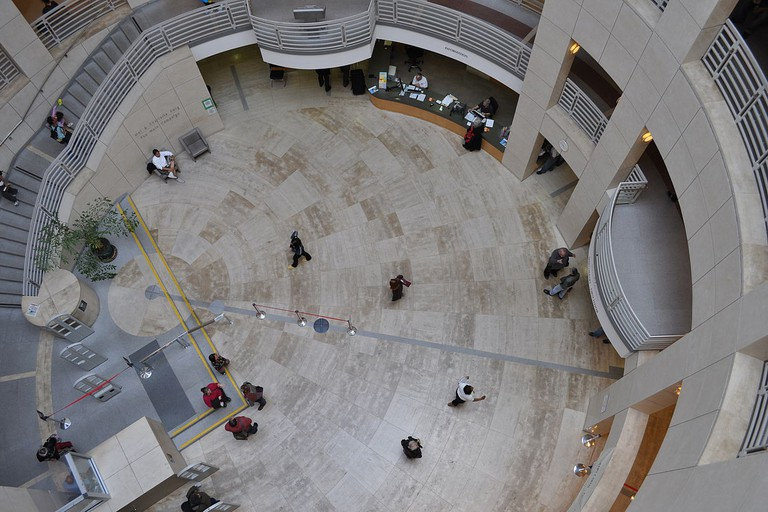 Looking down on the SFPL Main Branch © Joe Mabel/Wikipedia