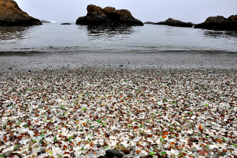 Glass Beach © Gustavo Gerdel/Wikipedia