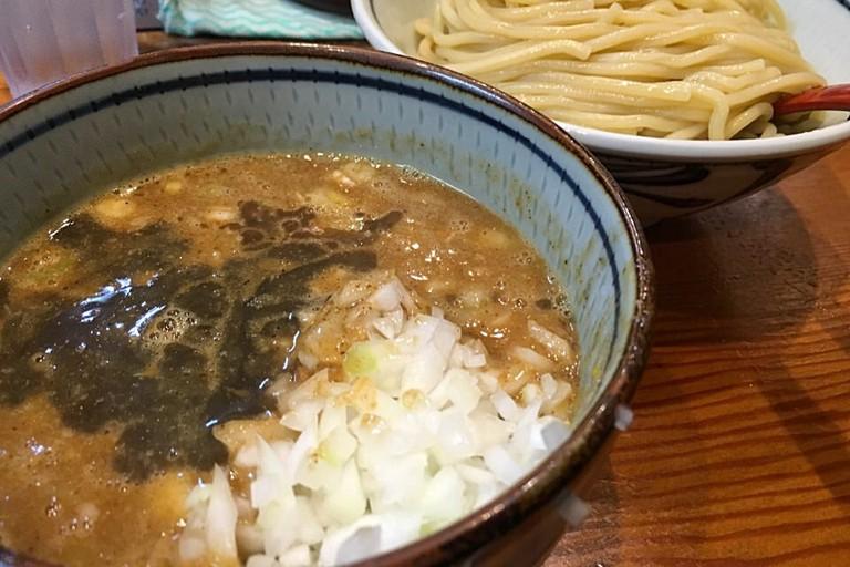 Typical tsukemen | © hirotomo t/Flickr