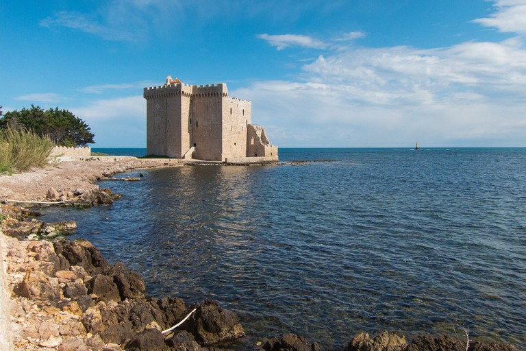 The fortress on the Island of Saint-Honorat is captivating | © Mark Fischer / Flickr