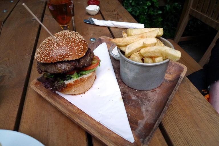Burger at Greenwich Union
