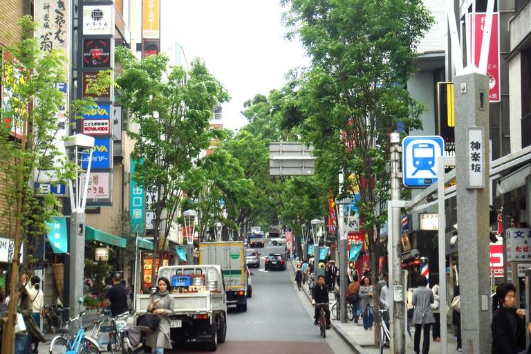 A street in Kagurazaka, Tokyo | © PHGCOM/WikiCommons