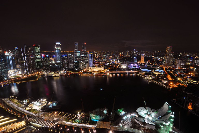https://commons.wikimedia.org/wiki/File:1_marina_bay_sands_skypark_night_view_CBD_skyline.jpg