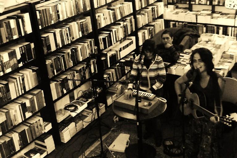 Band in Que Leo Camila Moreno en