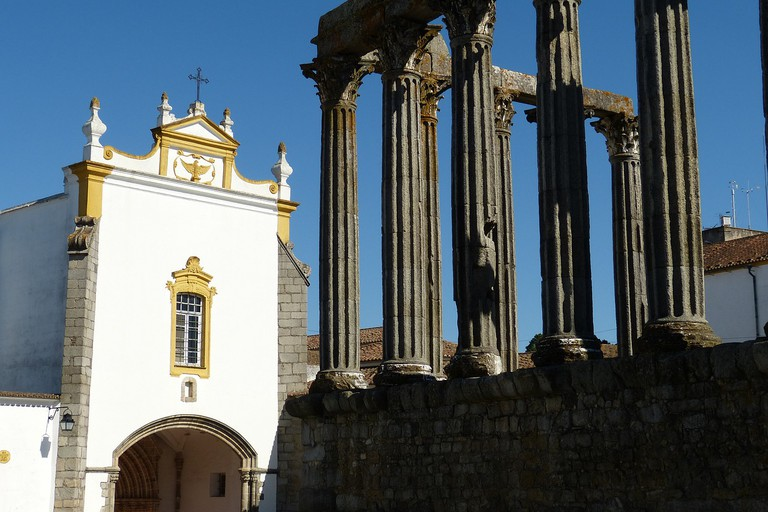 Évora's Temple and Chapel