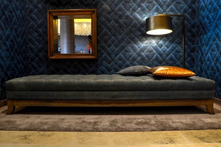 Hotel Bedroom | © Pexels