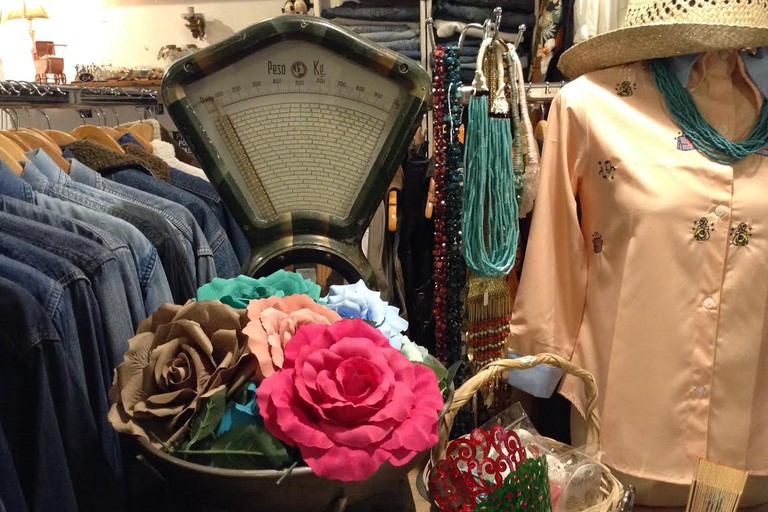 Vintage shopping at La Senora Henderson, Valencia.