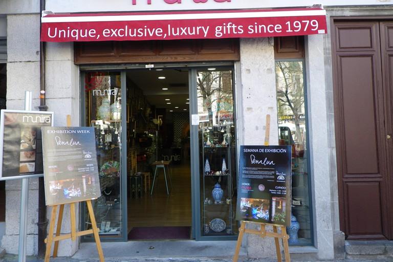Munira Leather, Granada