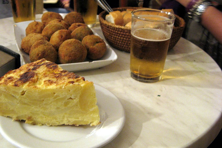 tortilla, bombas and beer