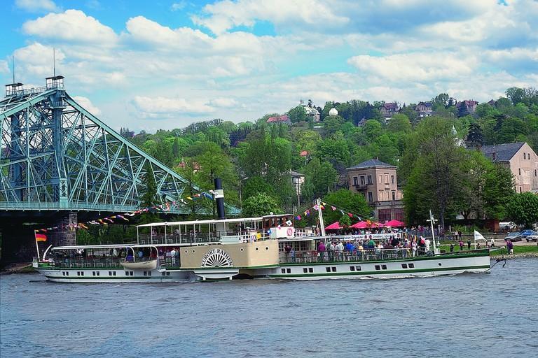 Steamboat with the Blue Wonder bridge behind