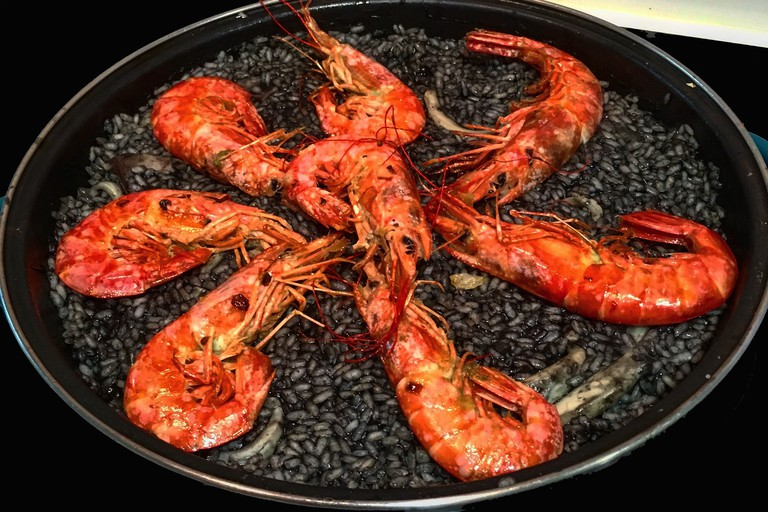 Paella negra - black paella - is a speciality at Mar de Plata; tpf1959, pixabay