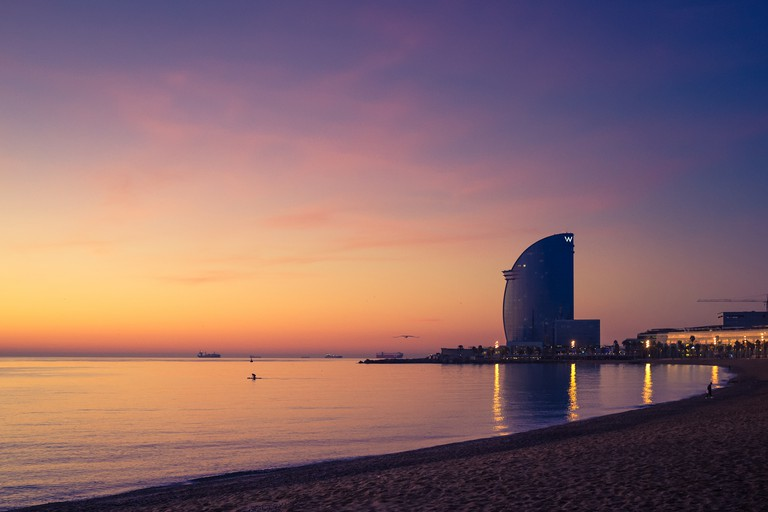 The W Hotel sits right on the water front ©Enric Fradera