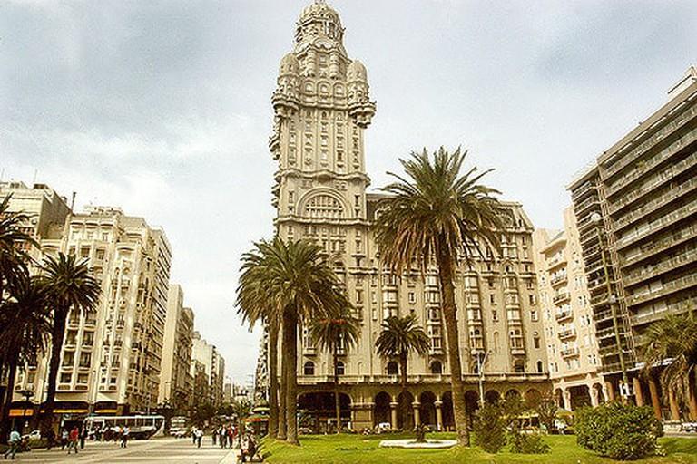 Plaza Independencia, Ciudad Vieja, Montevideo, Uruguay.