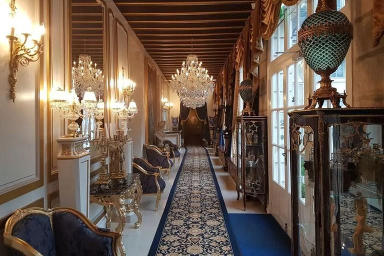 Château de Beauvois' elaborate corridors