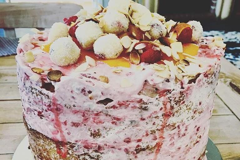 Vanilla peaches cake