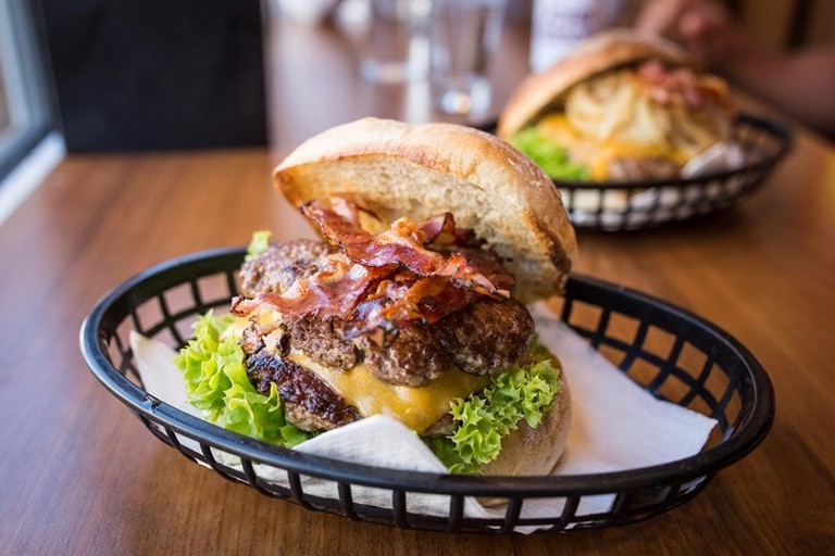 Burger at Omnom