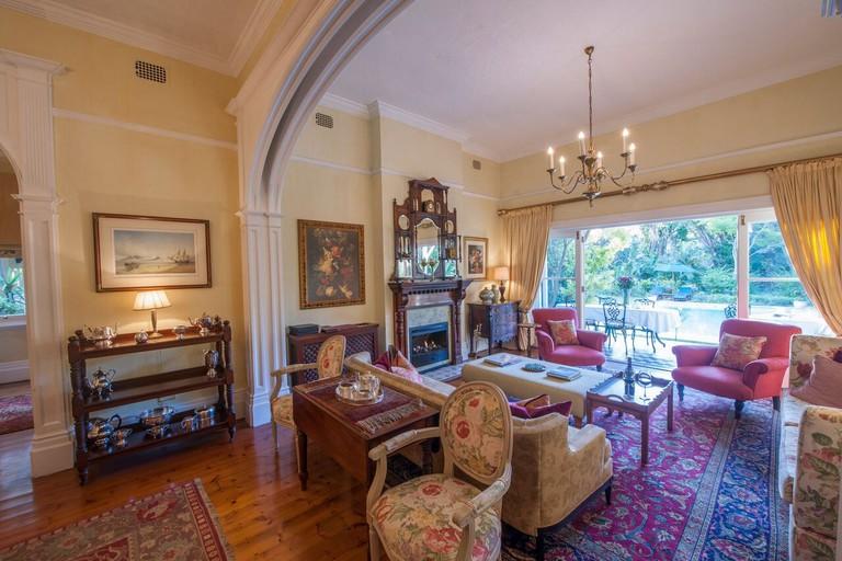 Hacklewood Hill lounge