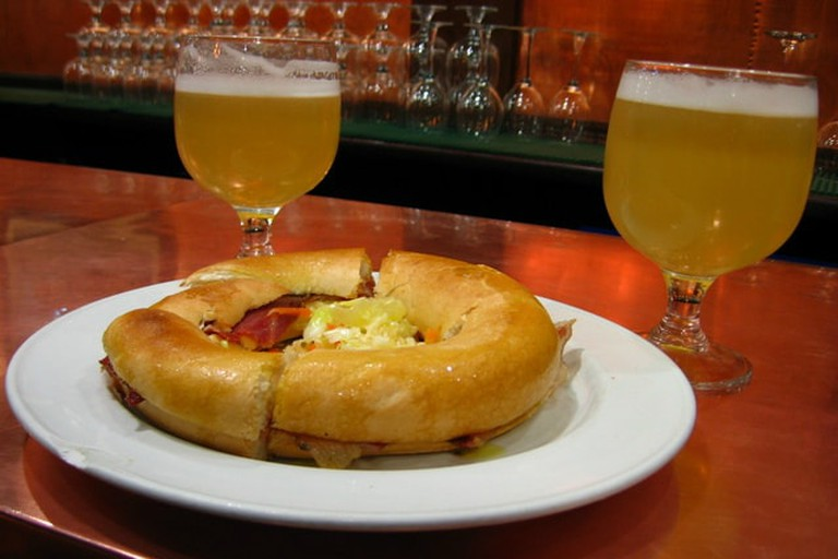 Beers and a ham bagel at Indalo