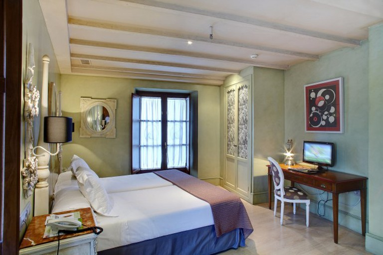Sacristia Santa Ana offers elegant rooms in a popular part of the city