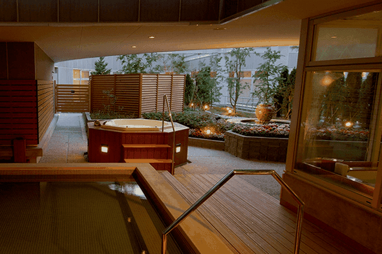 Open-air jacuzzi and indoor baths