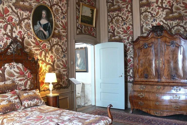 A bedroom in Museum van Loon