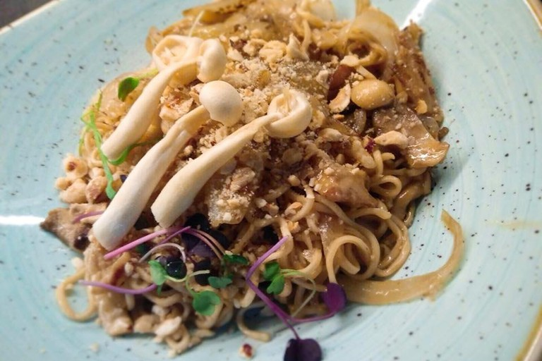 Wok with mushrooms and hazelnuts at Clandestino León