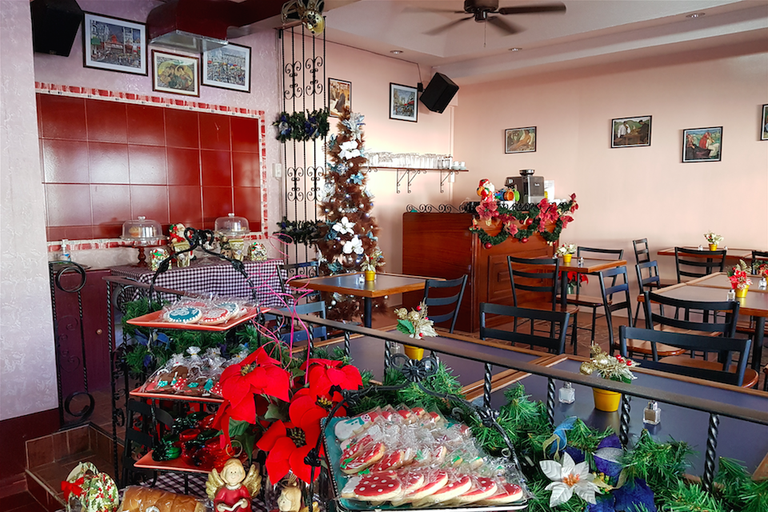 Cafe Olé during the holidays