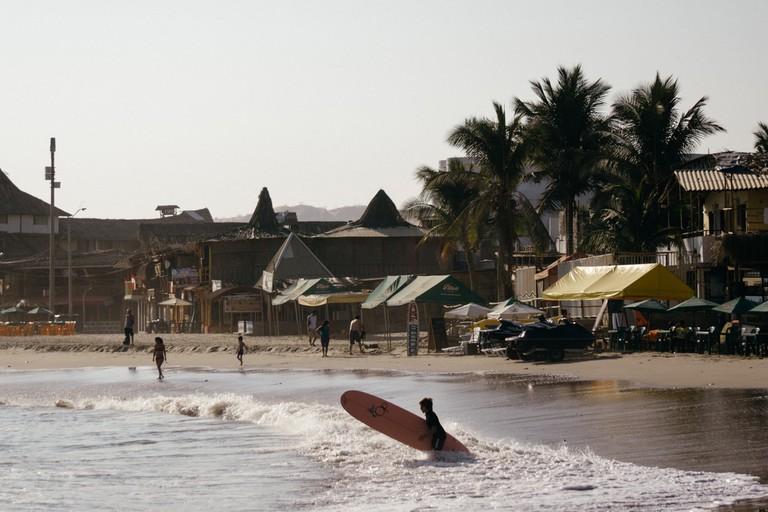 Into the surf of Mancora, Peru | Mia Spingola / ©Culture Trip