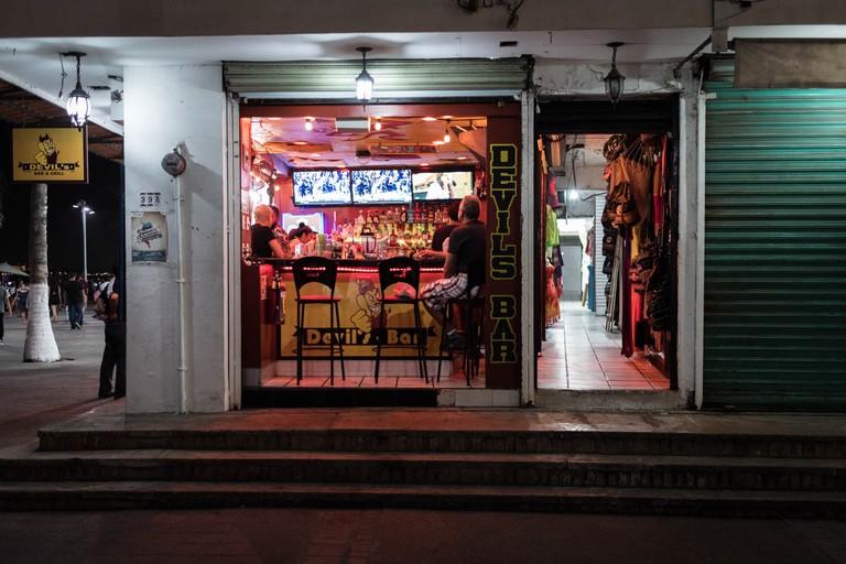 Devil's Bar & Grill