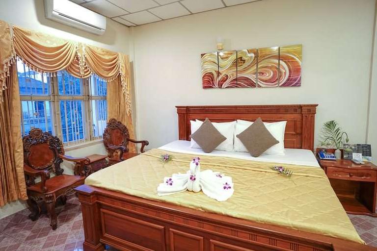 Royal Hotel, Krong Battambang