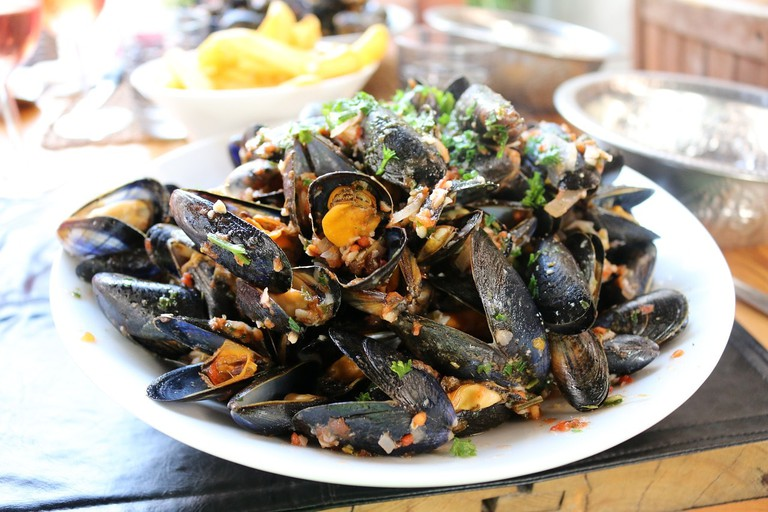 A generous platter of mussels