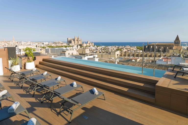 Rooftop pool at Nakar Hotel