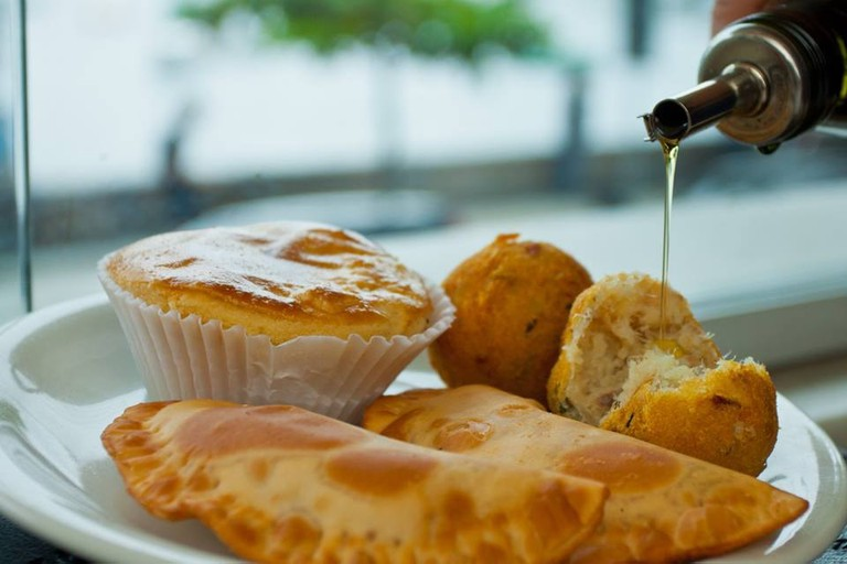 Enjoy freshly made pastéis at Bar Urca