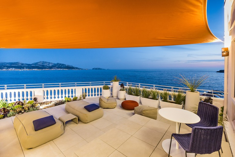 The terrace at Le Petit Nice, to curl up with a loved one |© Courtesy of Le Petit Nice / Richard Haughton