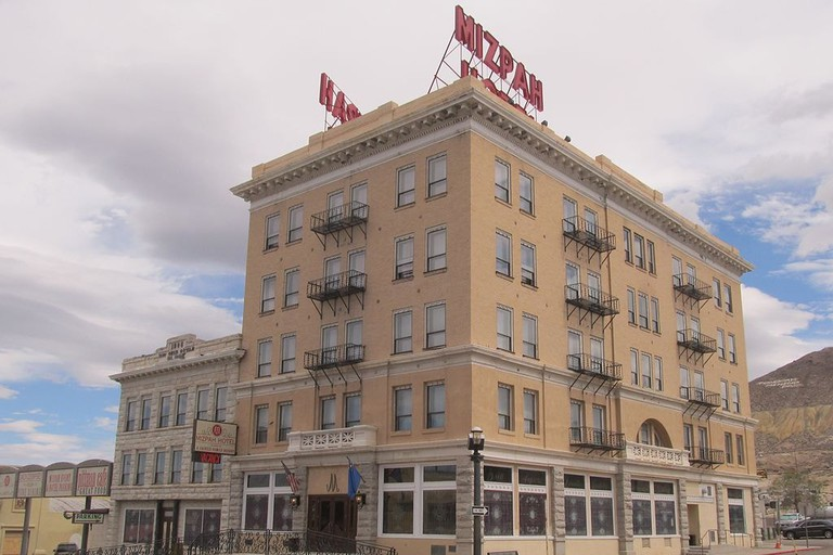 1024px-Mizpah_Hotel_Tonopah_Nevada