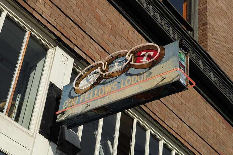 1024px-Seattle_-_Oddfellows_Temple_-_small_sign_01