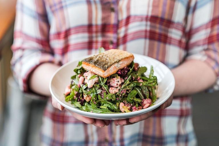 1200px-Next_Door_roasted_veggie_salad_with_salmon