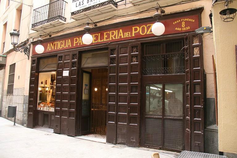 1200px-Pastelería__El_Pozo_-2009