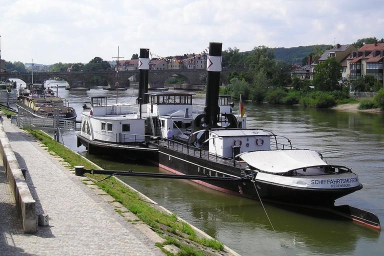1200px-Schiffahrtsmuseum-Regensburg