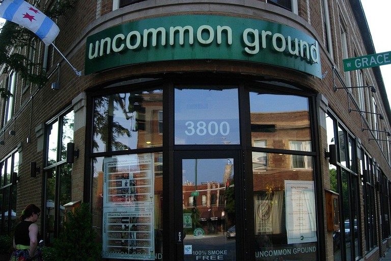 1200px-Uncommon_Ground_on_clark,_Chicago,_IL,_2011