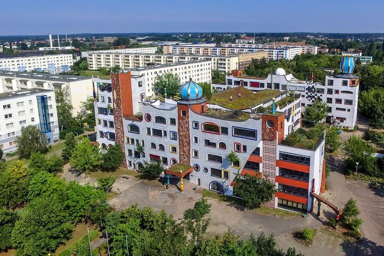 1280px-Luther-Melanchthon-Gymnasium_aus_der_Luft