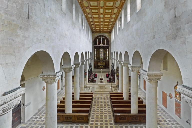 1280px-Schottenkirche_St._Jakob_Innenraum