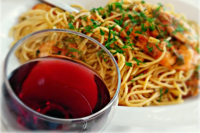 Spaghetti and red wine