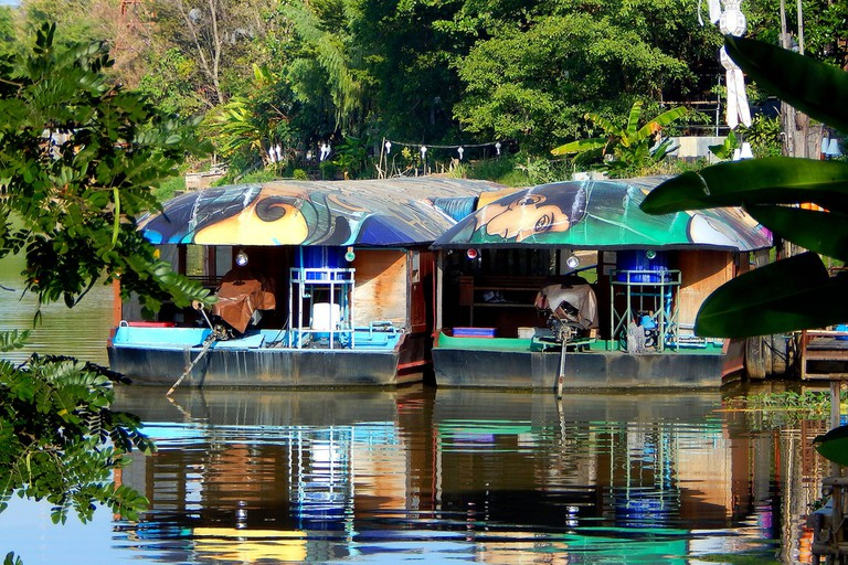 Floating restaurant boats
