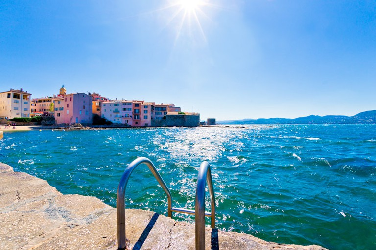 After eating in St Tropez, take a romantic stroll through La Ponche
