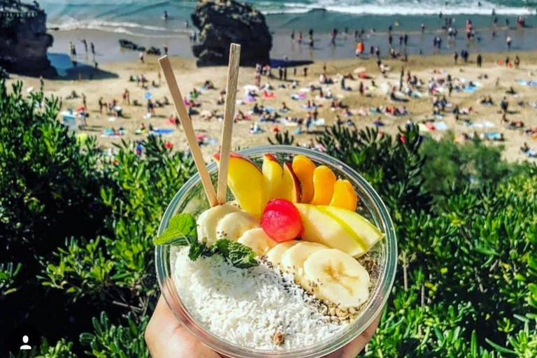 Go for an açai bowl after a surf session