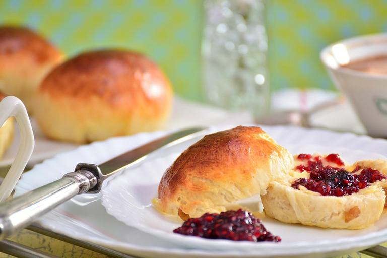 Breakfast rolls with jam